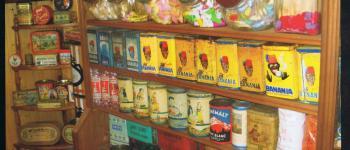 Exposition : l\univers d\un café bazar, épicerie des années 30 à 50. Plédéliac