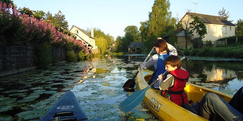 Visite guidée en canoë - Montfort-sur-Meu au crépuscule