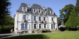 Présentation de l'Hôtel de Ville, son bunker et de la collection municipale d'œuvres d'art Quimperlé